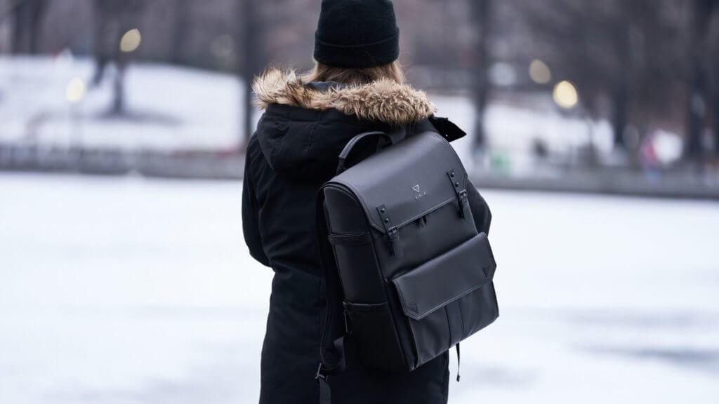 カナダ/トロントの冬の服装に必要なバックパック