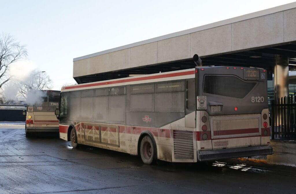 カナダあるある バスが汚い