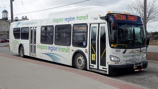 ナイアガラ市内のバスNiagara Region Transit