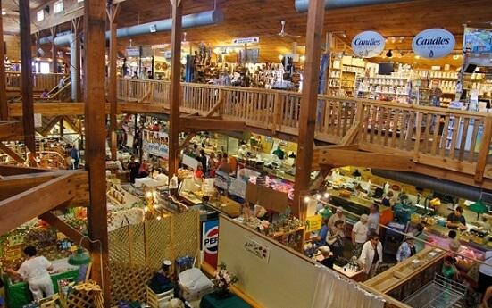 St. JacobsのFarmers Marketの屋内の様子