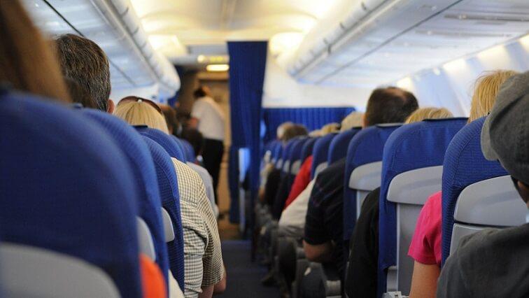 「緊急帰国制度」ビリーブメント運賃を用いて飛行機に乗る