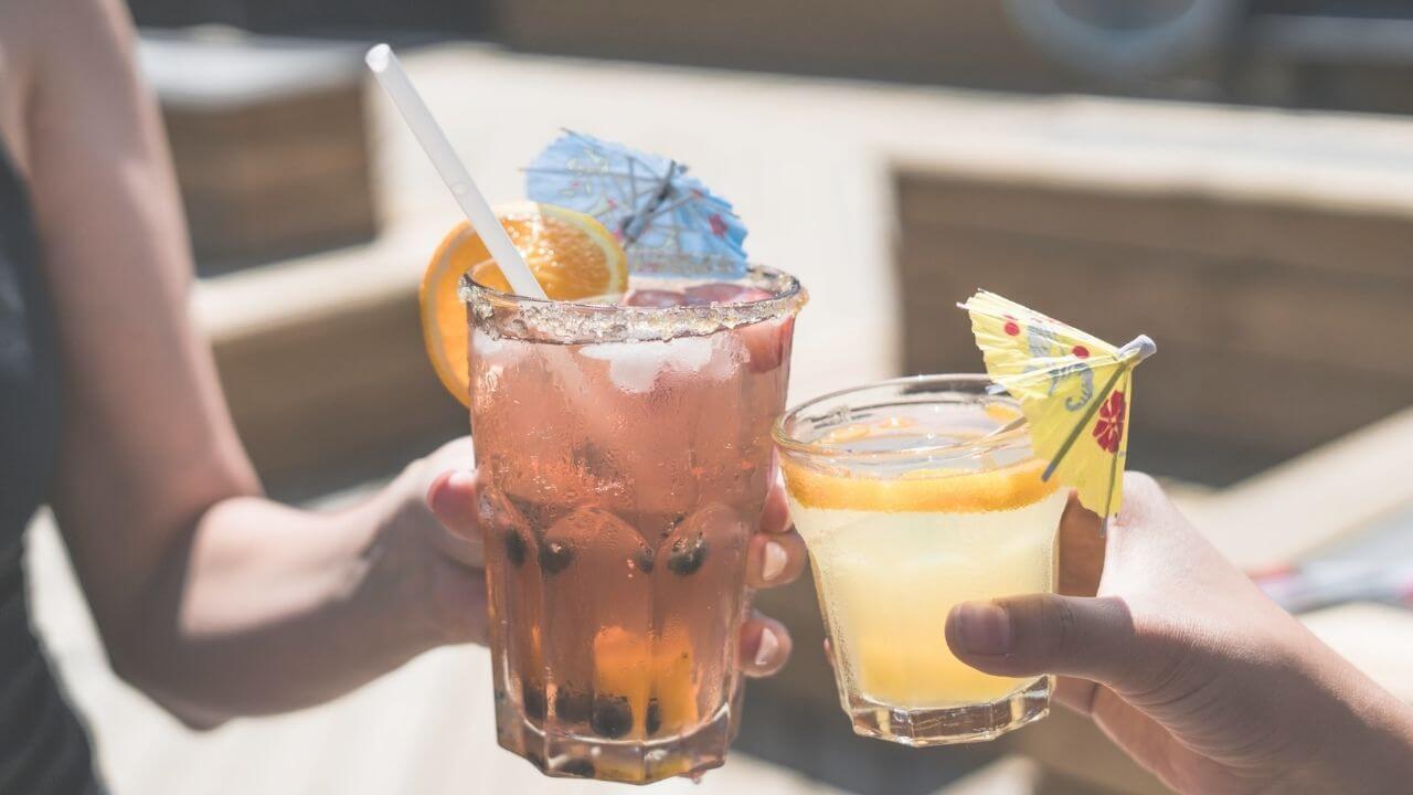 カナダでやってはいけないこと:公共の場でお酒を飲む